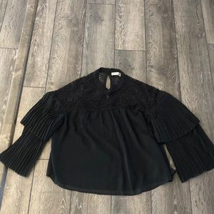 Abercrombie & Fitch black top. Size Small